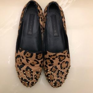 Steven Melter size 8 leopard pony hair with studs